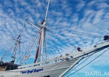 Kapal Pinisi yang berlabuh didekat pantai Losari, Makassar, Senin 18 Juni 2018. Kapal layar ini telah menjadi ikon dunia, setelah dikukuhkan Unesco (sebuah organisasi Pendidikan, Keilmuan dan Kebudayaan Perserikatan Bangsa-Bangsa, PBB) sebagai Warisan Budaya Tak Benda asal Indonesia, pada Desember 2017. FOTO/VM