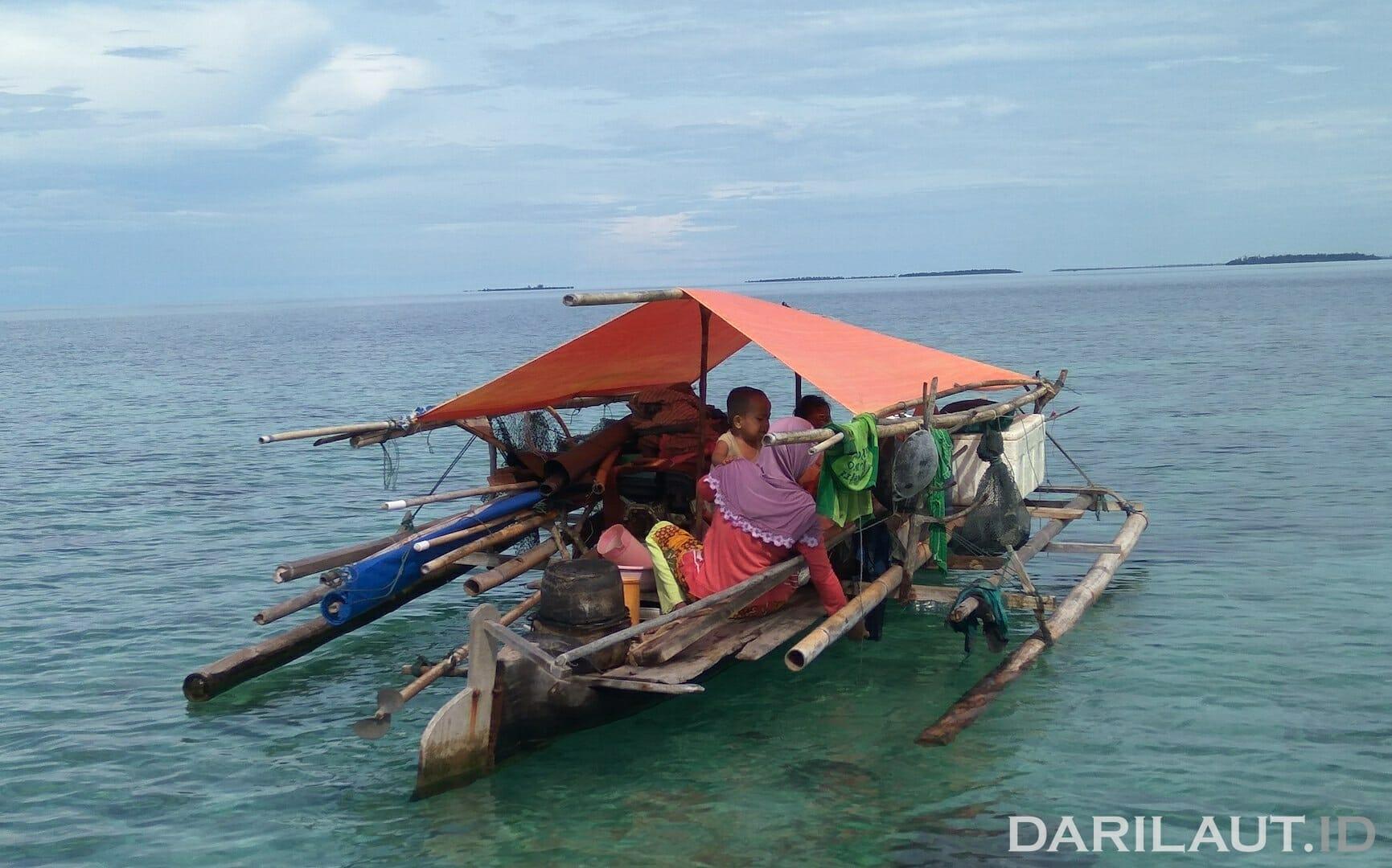 Salah satu perahu suku Bajo dari Torosiaje, Kecamatan Popayato, Kabupaten Pohuwato, Provinsi Gorontalo. Foto: CHRISTOPEL PAINO