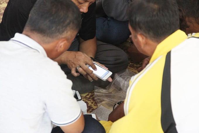 Aplikasi digital berbasis android dapat membantu nelayan untuk mengetahui daerah penangkapan ikan, gelombang, angin dan cuaca, serta harga ikan di pelabuhan. FOTO: DOK. BROL