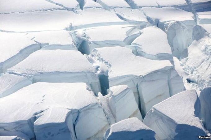 Gletser di Teluk Bulan Sabit, Antartika, 18 Februari 2018. FOTO: REUTERS