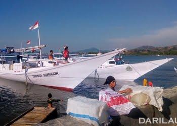 Kapal ikan asal Mandar di Kwandang, Gorontalo. FOTO: DARILAUT.ID