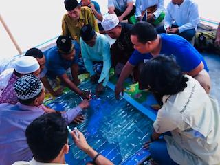 Pemetaan mengenai kemunculan hiu paus oleh masyarakat Desa Labuhan Jambu, Nusa Tenggara Barat. FOTO: CI INDONESIA.