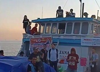 Kapal pinisi untuk misi kemanusiaan bencana gempa dan tsunami Palu-Donggala