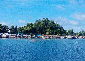 Pemukiman di pesisir Togean