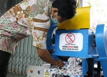 Pencacah sampah plastik