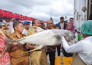 Pengiriman perdana komoditI ikan dari Talaud