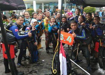 Tim penyelam dari Balai Taman Nasional Bunaken. FOTO: KLHK