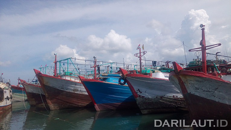 Kapal ikan di PPS Nizam Zachman. FOTO: DARILAUT.ID