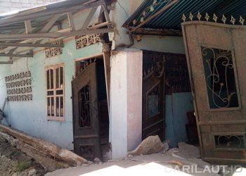 Ilustrasi rumah yang rusak disebabkan gempabumi. FOTO: DARILAUT.ID