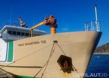 Akibat cuaca buruk (gelombang tinggi) KM Sabuk Nusantara 102 tujuan Pelabuhan Bitung balik lagi ke Pelabuhan Gorontalo, Senin (2/9). FOTO: DARILAUT.ID