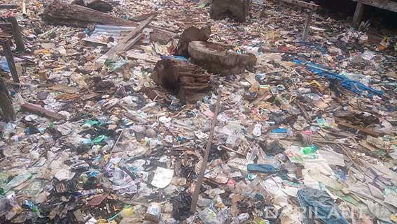 Sampah plastik di laut. FOTO: DARILAUT.ID