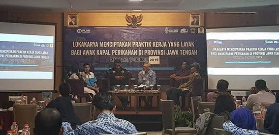 """Lokakarya """"Menciptakan Praktik Kerja Yang Layak Bagi Awak Kapal Perikanan di Provinsi Jawa Tengah, Kamis (17/10). FOTO: DFW-INDONESIA"""