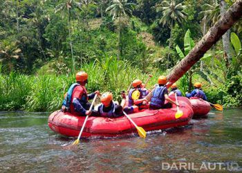 Trek rafting di Sungai Telaga Waja, Karangasem, Bali. FOTO: DARILAUT.ID