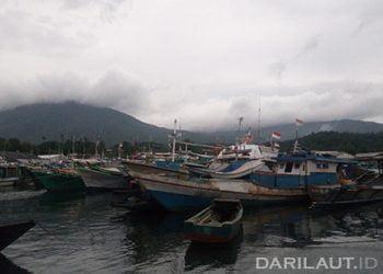 Kapal ikan di Bitung, Sulawesi Utara. FOTO: DARILAUT.ID