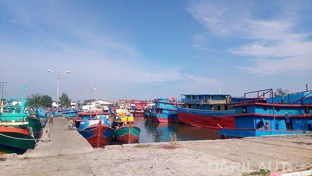 Kapal perikanan di Cilacap. FOTO: DARILAUT.ID