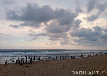 Hamparan pasir putih di Pantai Sepanjang, Kabupaten Gunung Kidul, Yogyakarta. FOTO: DARILAUT