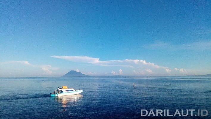 Pulau Manado Tua dan kawasan Taman Nasional Bunaken. FOTO: DARILAUT.ID