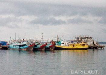 Kapal perikanan di Pelabuhan Dobo, Kabupaten Kepulauan Aru, Maluku. FOTO: DARILAUT.ID
