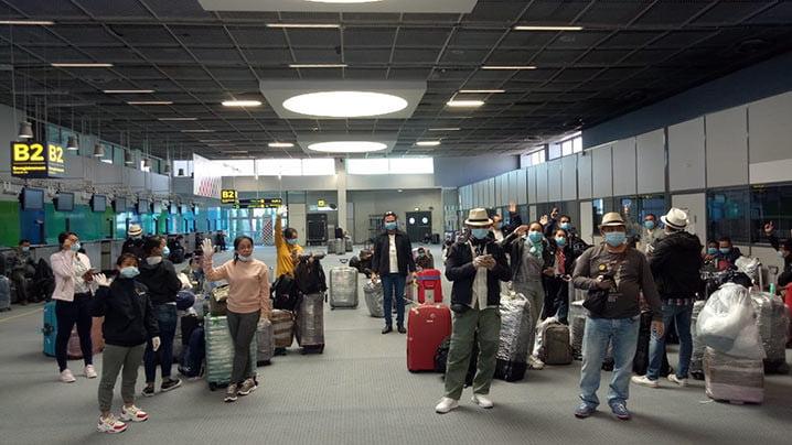 Ratusan ABK Indonesia di kapal pesiar MSC Magnifica menunggu proses embarkasi di bandara internasional Marseille. FOTO: KEMLU