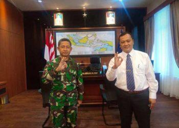 Komandan Pangkalan Utama TNI Angkatan Laut (Danlantamal) IV Laksamana Pertama TNI Arsyad Abdullah dan Rektor UMRAH Dr Agung Dhamar Syakti. FOTO: UMRAH