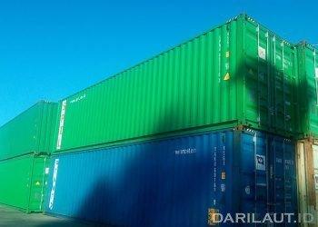 Kontainer di pelabuhan. FOTO: DARILAUT.ID