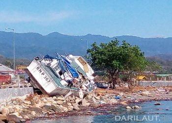 Gempa disusul gelombang tsunami di Teluk Palu, Sulawesi Tengah, Jumat 28 September 2018. FOTO: DARILAUT.ID