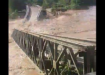 Jembatan ambruk di Kabupaten Bone Bolango, Gorontalo. Potongan Video/ISTIMEWA