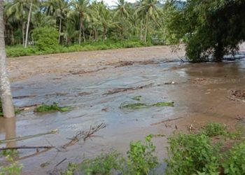 Ilustrasi air sungai meluap di Gorontalo menyebabkan banjir di sejumlah tempat. FOTO: ISTIMEWA