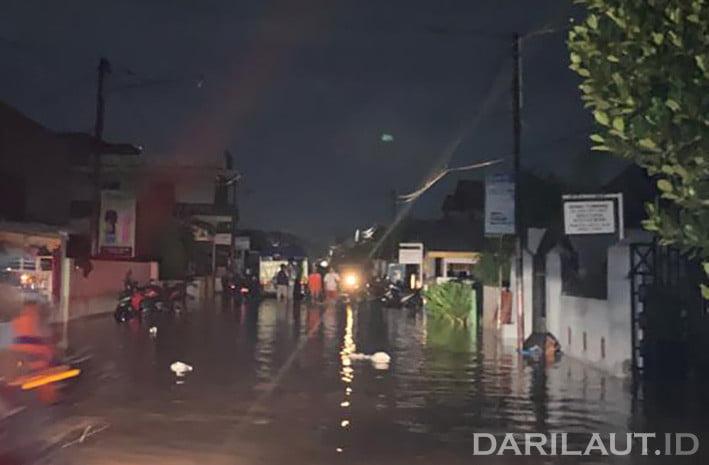Banjir melanda sejumlah kelurahan di Kota Gorontalo Jumat (3/7) malam. FOTO: DARILAUT.ID
