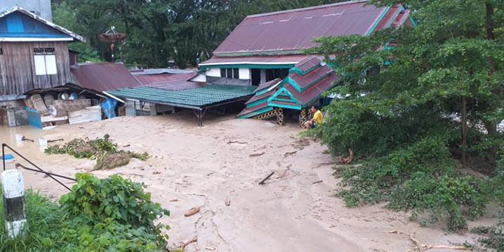 Banjir melanda 6 kecamatan di Kabupaten Luwu Utara, Provinsi Sulawesi Selatan, Senin (13/7). FOTO: BNPB