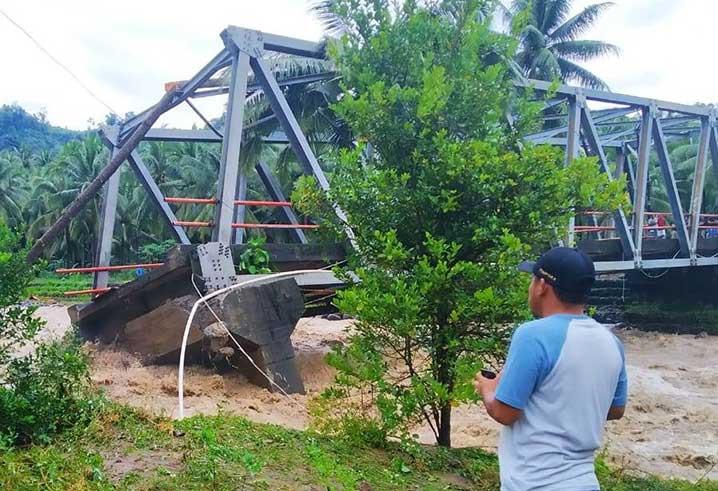Jembatan rusak berat di Bolaang Mongondow Selatan, Sulawesi Utara. FOTO: BPBD Bolaang Mongondow Selatan/BNPB