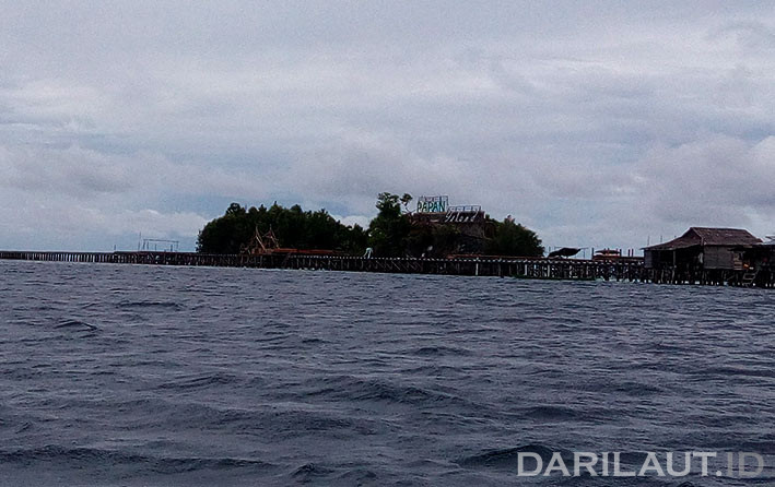 Pulau Papan di Taman Nasional Kepulauan Togean, Sulawesi Tengah. FOTO: DARILAUT.ID