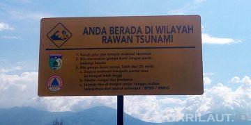 Peringatan kawasan rawan tsunami di Teluk Palu. FOTO: DARILAUT.ID