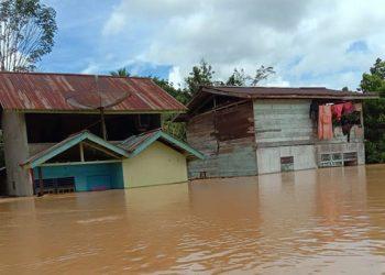 Banjir yang terjadi di Kabupaten Landak, Provinsi Kalimantan Barat, sejak Sabtu (5/9) terdampak di 12 desa. FOTO: BPBD Kabupaten Landak/BNPB