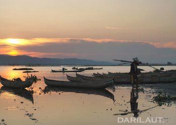 Nelayan di Danau Limboto, Gorontalo. FOTO: DARILAUT.ID
