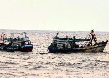 TNI Angkatan Laut menangkap 2 kapal ikan asing berbendera Vietnam di Laut Natuna Utara Kamis (15/10). FOTO: TNIAL.MIL.ID