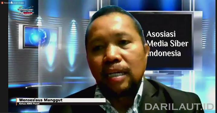 Ketua Umum Asosiasi Media Siber Indonesia (AMSI) Wenseslaus Manggut memberikan sambutan saat pembukaan konferensi wilayah ke-2 AMSI Jawa Timur, di Kota Batu, Jawa Timur, Sabtu (24/10).