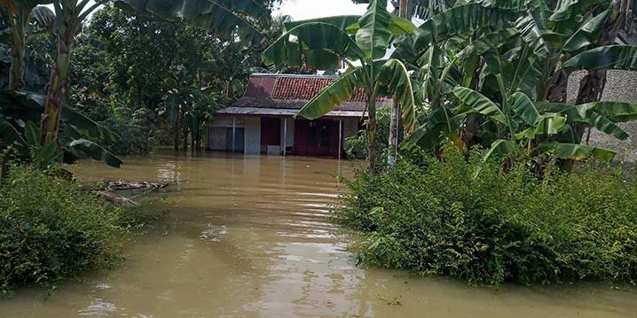 Rumah warga terdampak banjir di Kabupaten Cilacap, Jawa Tengah, Kamis (29/10). FOTO: BNPB/BPBD Kabupaten Cilacap