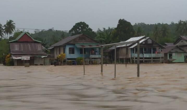 Banjir yang melanda Kabupaten Toli-Toli, Sulawesi Tengah, Kamis (15/10). FOTO: BPBD Kabupaten Toli-Toli/BNPB