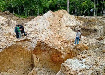 Lubang bekas tambang emas di dalam kawasan Taman Nasional Bogani Nani Wartabone. FOTO: KLHK