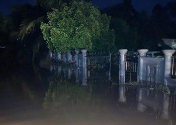 Banjir terjadi di Kecamatan Sungai Balai janggo, Kabupaten Solok Selatan, Sumatera Barat, Senin (9/11). FOTO: BPBD Sumatera Barat/BNPB