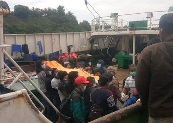 Ilustrasi anak buah kapal (ABK) warga negara Indonesia (WNI), termasuk 2 jenazah, dipulangkan ke Indonesia melalui Pelabuhan Bitung, Sulawesi Utara, Sabtu (7/11/2020). FOTO: KEMLU