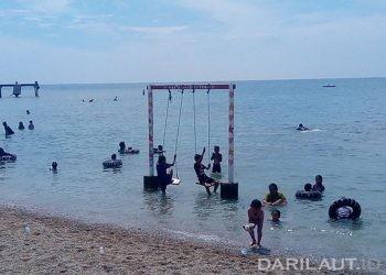 Wisata pantai Botutonuo, Bonebolango, Gorontalo, Minggu (22/11). FOTO: DARILAUT.ID