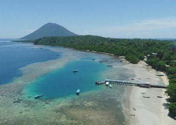 Pantai Liang, Pulau Bunaken dan Pulau Manado Tua. FOTO: ROGER LANTANG
