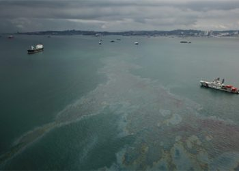 Tumpahan minyak di laut. FOTO: DITJEN HUBLA