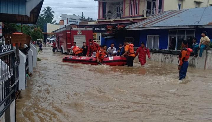 Banjir di Kota Solok Selatan, Sumatera Barat, Selasa (12/1). FOTO: BPBD Kota Solok/BNPB