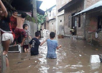 Banjir di Kabupaten Sumbawa, Nusa Tenggara Barat, Jumat (8/1). FOTO: BPBD Kabupaten Sumbawa/BNPB