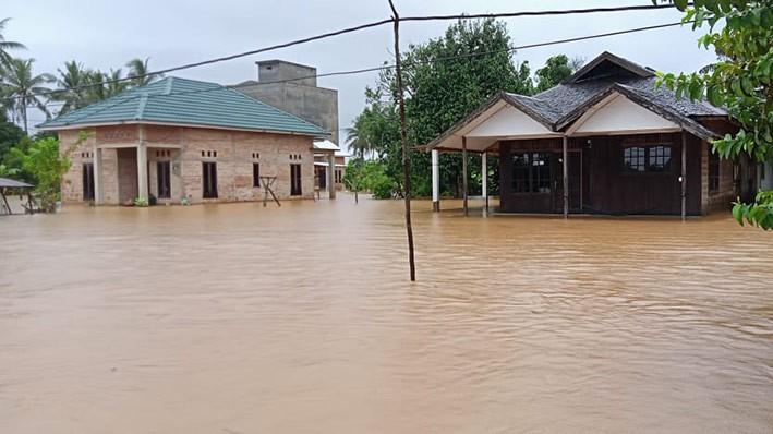 Banjir di Kabupaten Tanah Laut, Provinsi Kalimantan Selatan akibat meluapnya air sungai di Kecamatan Pelaihari. FOTO: BNPB