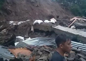 Banjir dan tanah longsor melanda Kota Manado, Sulawesi Utara, Sabtu (16/1). FOTO: BPBD Kota Manado/BNPB