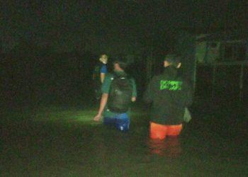 Tim Dompet Dhuafa menyisir korban banjir di Semarang dan menyalurkan makanan siap saji. FOTO: DOMPET DHUAFA
